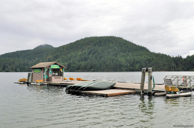 A boat dock in the middle of Cascade lake on an overcast day