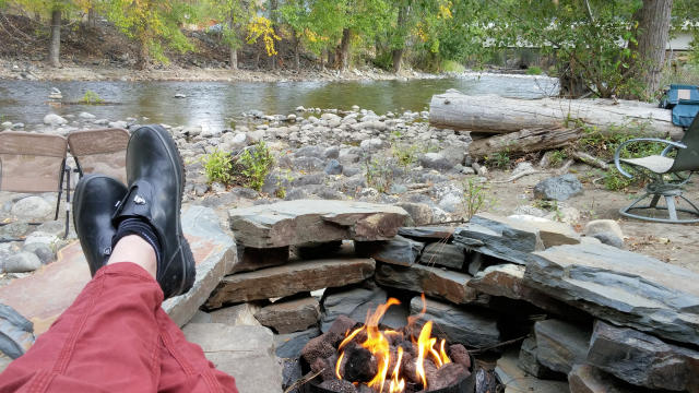 Twisp River Suites River Campfire
