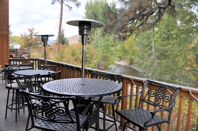 Twisp River Suites River View Seating