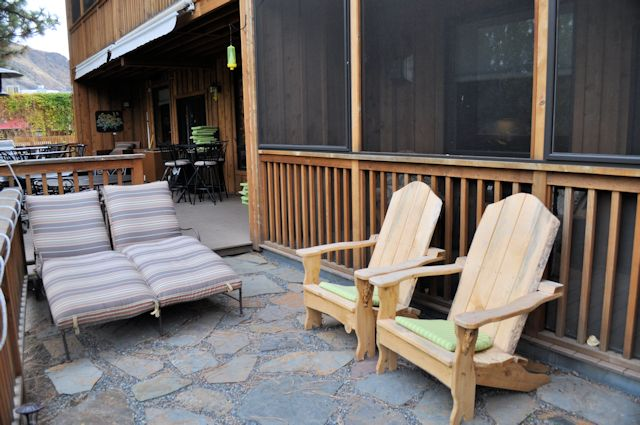 Twisp River Suites Shared Patio