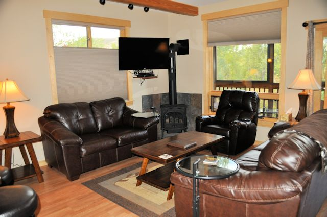 Twisp River Suites Living Room