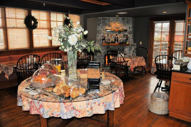 La Conner Channel Lodge breakfast area.