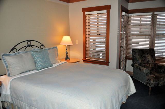 La Conner Channel Lodge bed room.