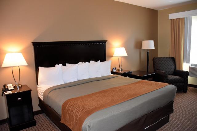 The king bed room Best Western PLUS Vintage Valley Inn.