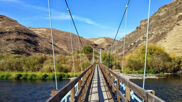 A bridge over the Yakima River.