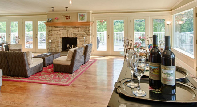 Living room at Warm Springs Inn & Winery in Wenatchee, Washington.