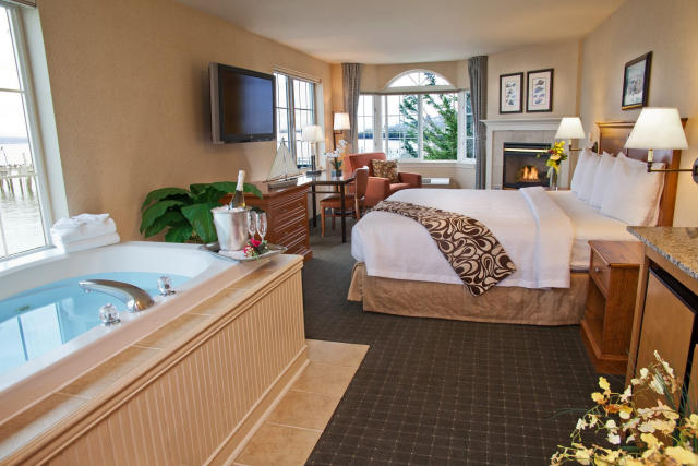 Jacuzzi room at Silver Cloud Mukilteo.