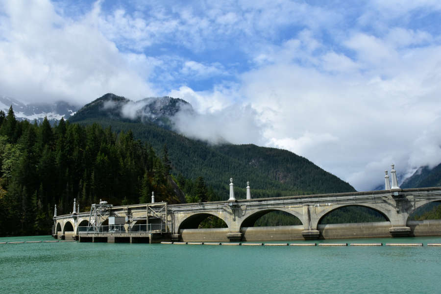 Diablo Lake & Lunch Tour: Dams, Monkeys, and a Green Lake
