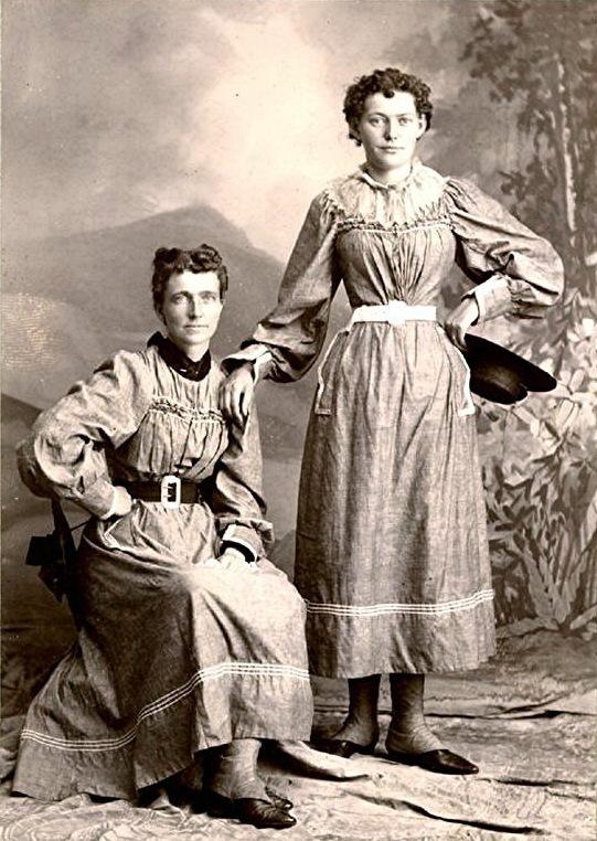 Helga and Clara Estby.
