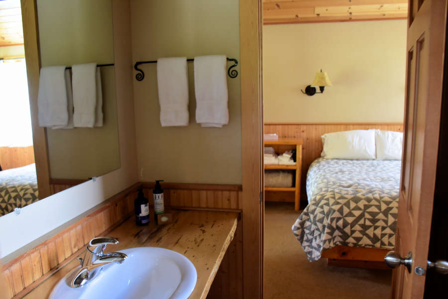 The cabin bathroom at the River Run Inn.