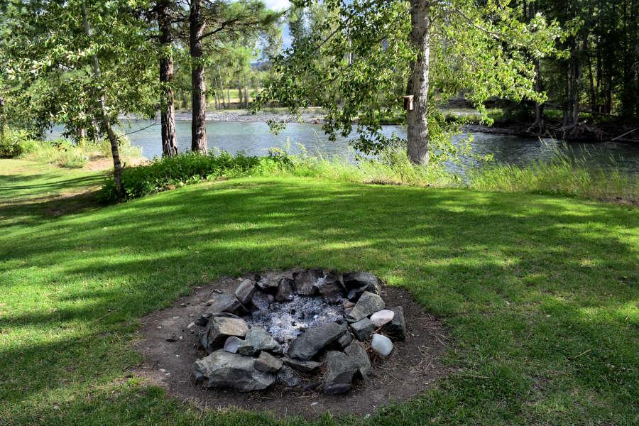 A fire pit at River Run Inn in Winthrop, Washington.