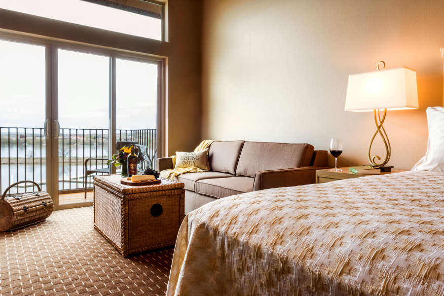 Guestroom at the Lodge at Columbia Point in Richland, Washington.