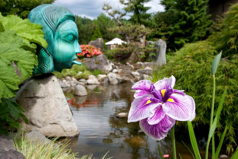 The gardens at the Willows Lodge.
