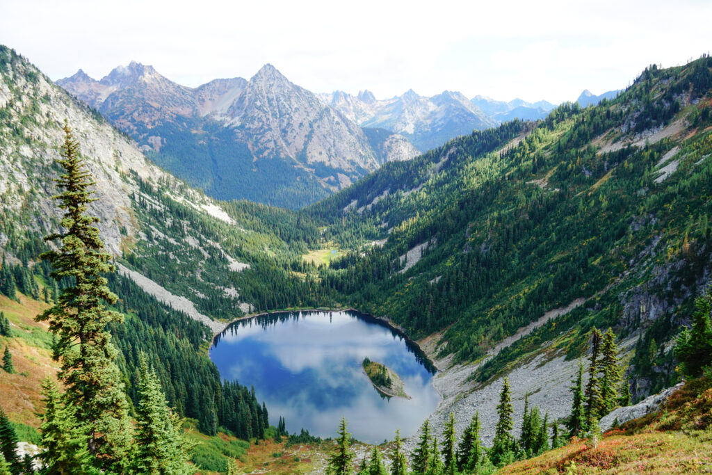 view of a lake surrounded by mountains on maple pass loop, one of the best washington hiking trails