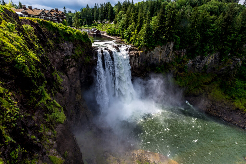 snoqualmie falls hiking trail view overlooking the falls in summer