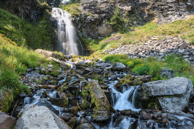 plaikni falls, one of the best crater lake hikes