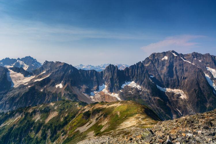 jagged mountain views from cascade pass