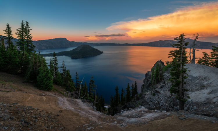sunset over crater lake from discovery point, one of the best crater lake hiking trails