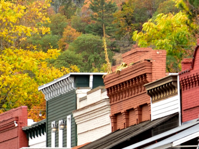 rooftops of jacksonville oregon with fall foliage in the background