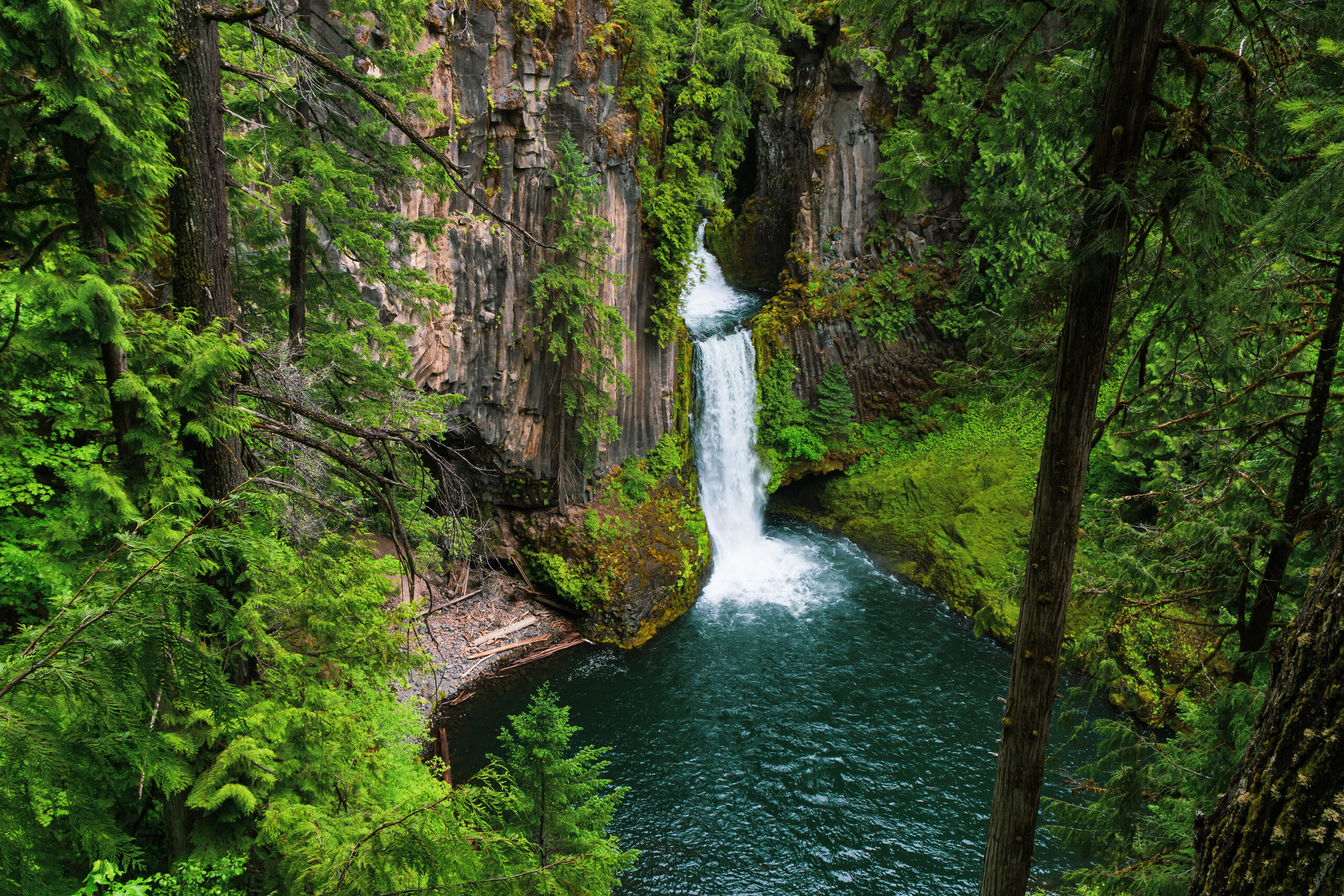 toketee falls from above, one of the best waterfalls near crater lake oregon