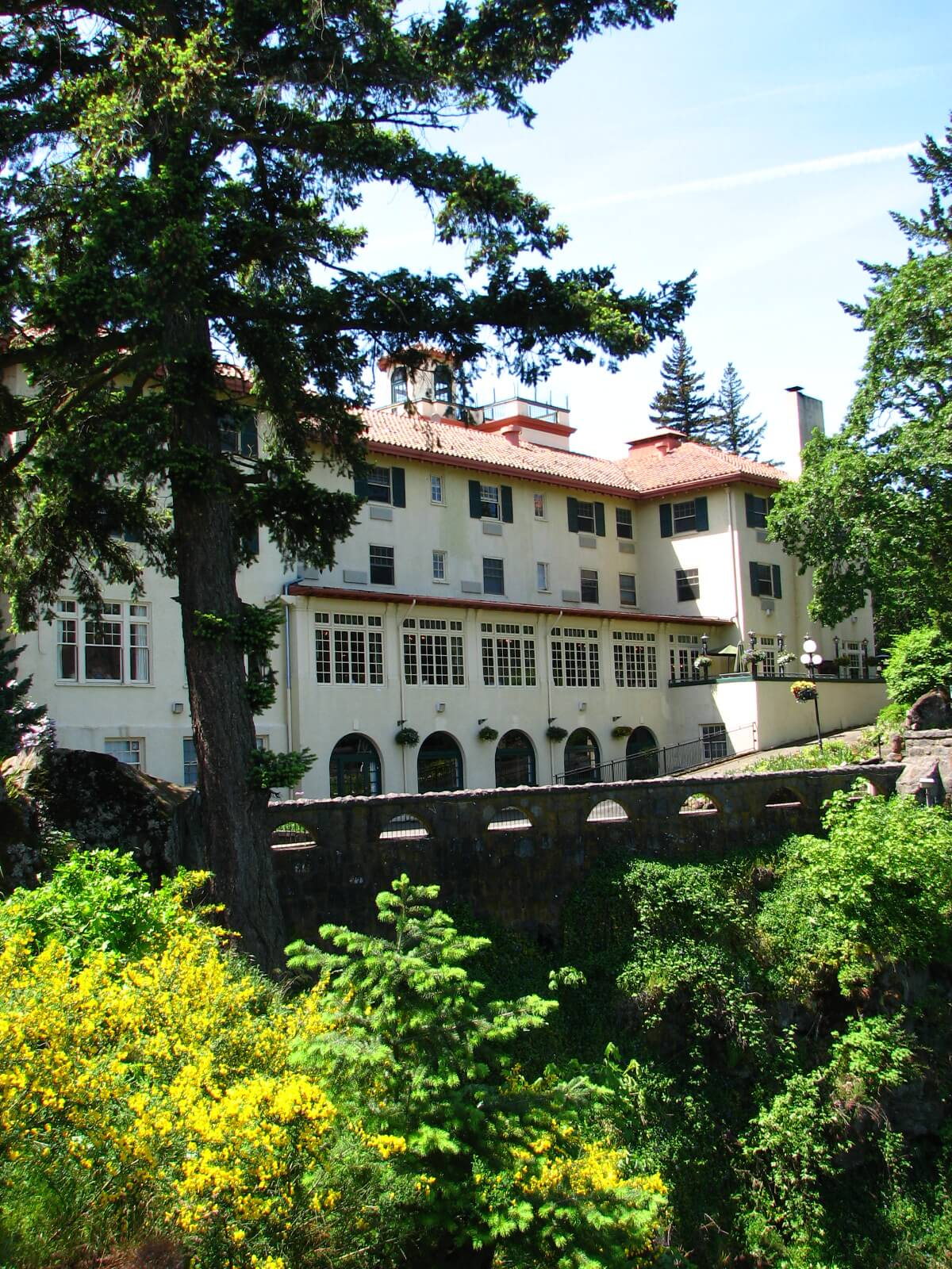 Historical hotel grounds, the Columbia River Gorge hotel, surrounded by trees and greenery.