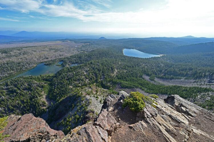 Three Creek Lake and Tam McArthur Rim from Tam McArthur Rim Trail in the Three Sisters Wilderness. A popular hike near Bend Oregon.