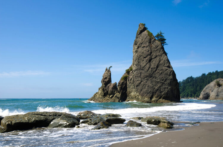 rock formations on ruby beach in olympic np, one of the national parks in washington