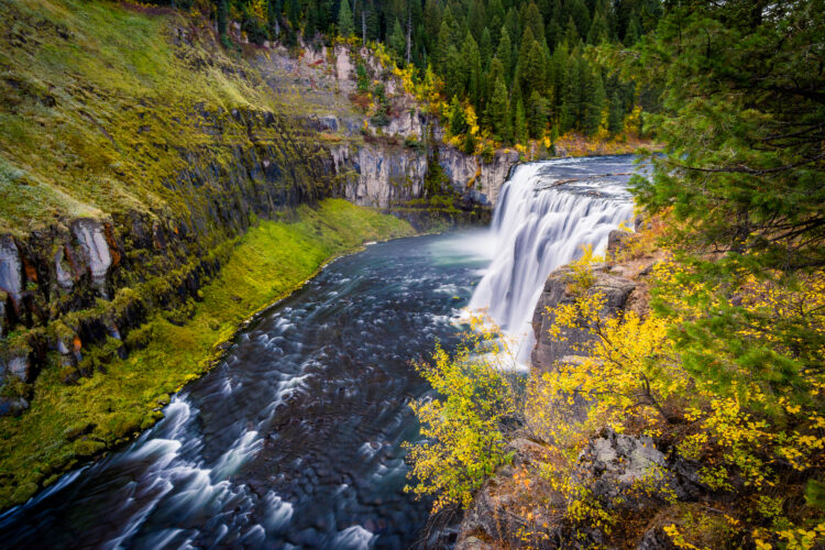 view of upper mesa falls idaho from the side in the fall