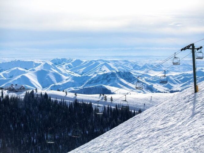 Snowy mountain getaway in Idaho with ski lift and snow